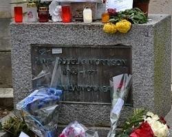 Cimetière du Père Lachaise : tombe de Jim Morrison