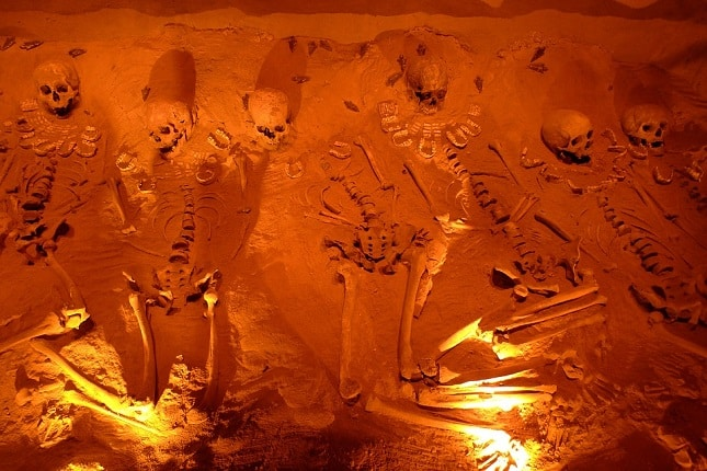 Modes de sépulture à travers le temps et dans le monde
