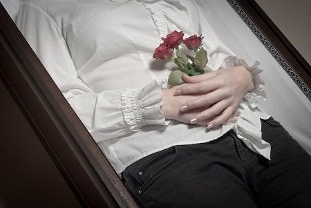 Se recueillir sur une tombe