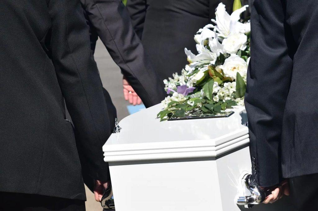 Covid-19 - ce qu'il faut savoir sur le déroulement des obsèques cercueil enterrement