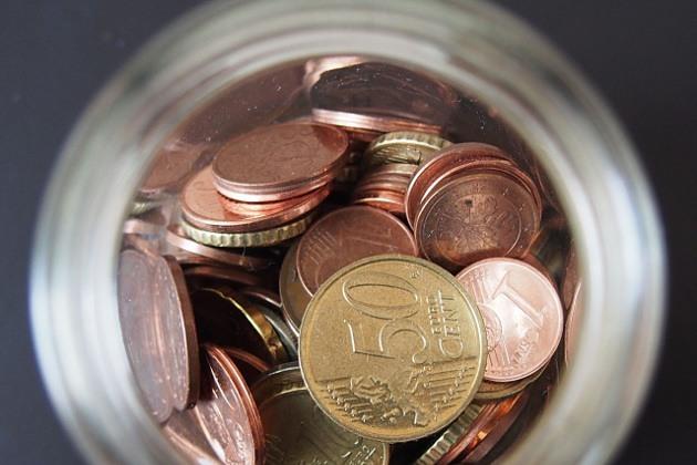 bocal avec pièces monnaie