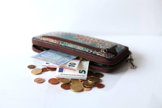 portefeuille avec billets euros